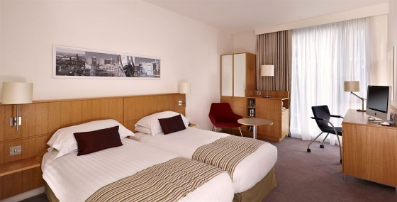 DoubleTree by Hilton Hotel Leeds City Centre - Twin Beds Guestroom